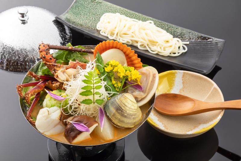 季節の海宝小鍋仕立て ブイヤベース風